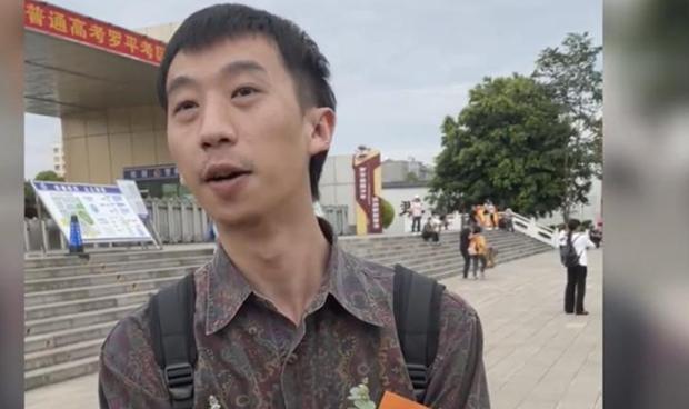从大学退学数年后再次参加高考并有望被录取的云南学生朱祺(视频截图)