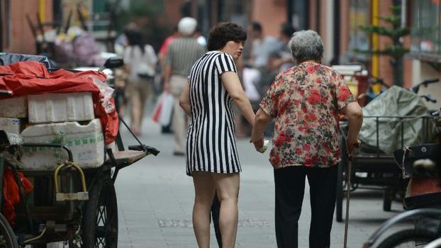 """近日中共中央公布的""""十四五""""规划中明确提出要实施渐进式延迟法定退休年龄,但并未出台具体的实施方案。(法新社资料图)"""