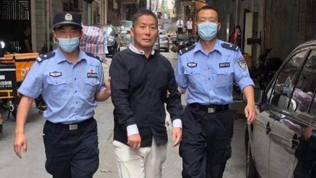 中国深圳警方2021年4月25日将当地家庭教会的一名牧师强制带往派出所(网络图片)
