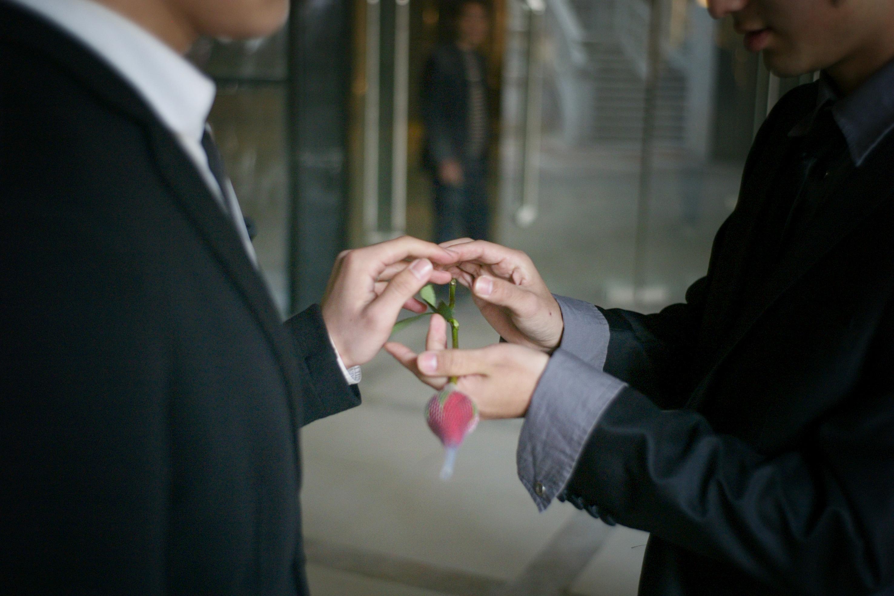 资料图片:一对同性恋夫妇在他们的婚礼仪式上。(AFP PHOTO)