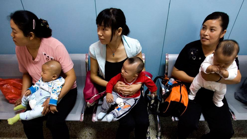 由于计划生育政策长期实行,中国人口危机渐行渐近,带来的经济社会问题日益严峻。(资料图/法新社)