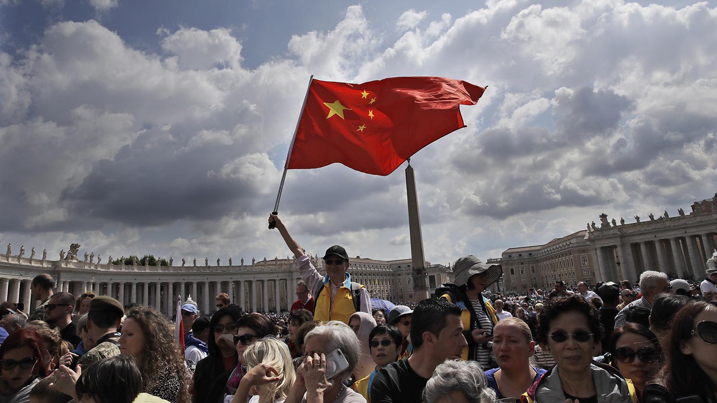 一群中国天主教徒2019年5月参加圣彼得广场上教皇每周例行活动。(美联社)