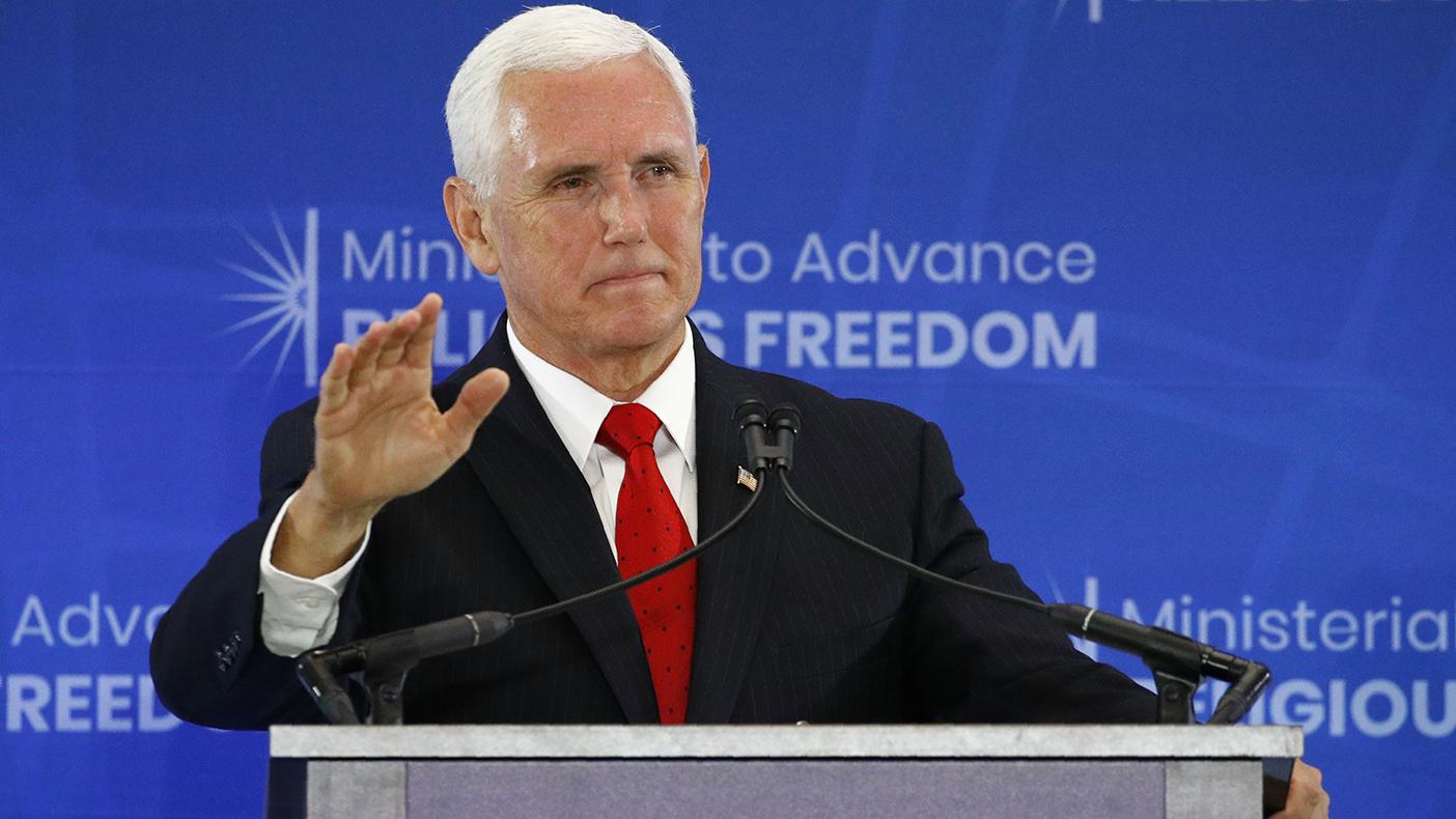 在美国华盛顿举行的促进宗教自由部长级会议上,美国副总统彭斯在主题演讲中谈到藏人、新疆穆斯林、基督徒被打压的情况。(美联社)