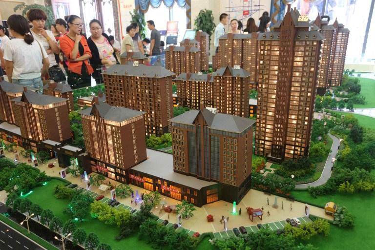 图片: 河南许昌一房地产销售会吸引了大批买家前往。 (法新社资料图片)