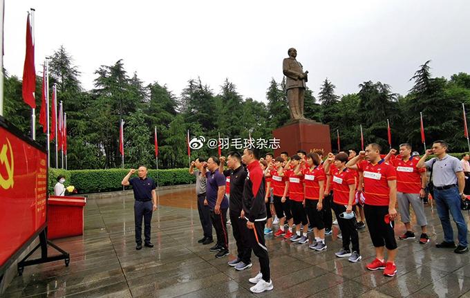 中國國家羽球隊奧運前的黨建活動:赴韶山毛澤東故居進行愛國主義教育(網絡截圖)