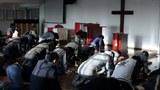 四川成都秋雨教会信徒住家遭警方冲击  信徒被殴打