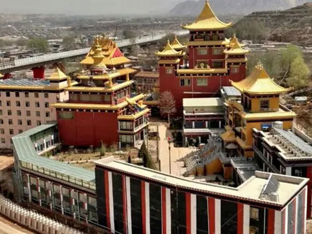 紅城寺屬藏傳佛教薩迦派寺院,具有悠久的歷史。(視頻截圖)