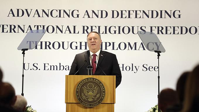 美国国务卿蓬佩奥2020年9月30日在罗马举办的国际宗教自由讨论会上讲话(美联社)