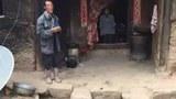 甘肃康乐县景古镇阿姑村山老爷弯社的一位年轻母亲杨改兰杀死4个孩子后,服毒自杀。(public domain)