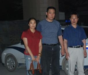 图片:嘎玛桑珠家人与律师合照(网络/丁小)