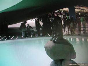 图片:冯正虎第四次参观世博会带岳母参观丹麦馆(心语提供)