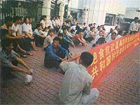 0831hunger-protesters200c.jpg
