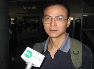 图片:08年6月19日,陶君飞抵洛杉矶, 在机场接受本台专访(记者萧融)