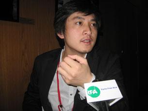 图片:<归途列车>导演范立欣接受本台专访。(记者萧融摄)