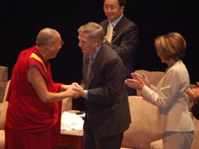 图片:美国前驻华大使洛德也参加了颁奖仪式。(记者石山拍摄)