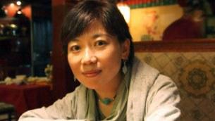 图片:藏族女作家唯色(法新社)