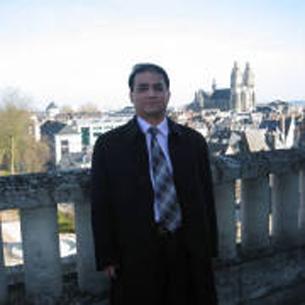图片:伊力哈木‧土赫提的照片,他现在已被禁止出国,没有提供说法。(网络图片/记者丁小)