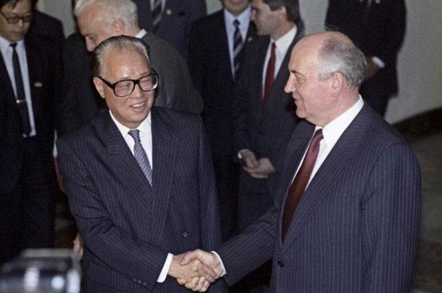 1989年5月16日,赵紫阳会见戈尔巴乔夫。(档案资料图)