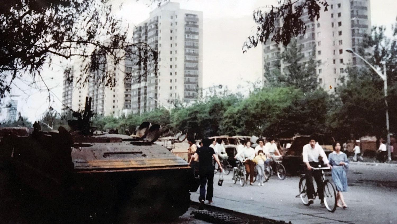 戒严部队进城后的北京街头。(王丽玲提供)