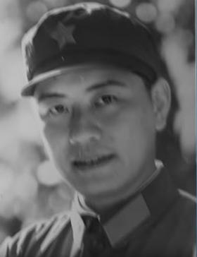 当时驻扎在东线边境的广州军区前线指挥部宣传干事李大明。(明镜视频采访截图)