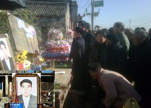 图片: 附近各村民们到寨桥村祭奠钱云会。 (刘德军提供/记者乔龙)