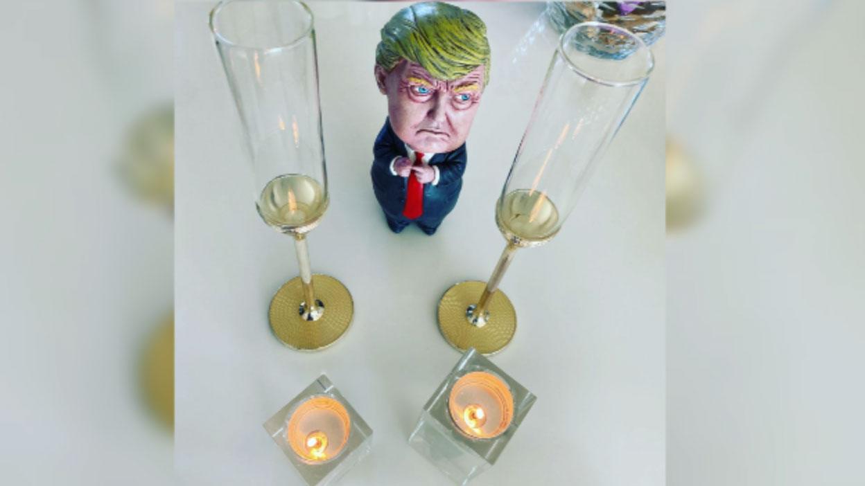 有心急的中国网民准备好了香槟,庆祝特朗普胜出。(志愿者提供/记者乔龙)