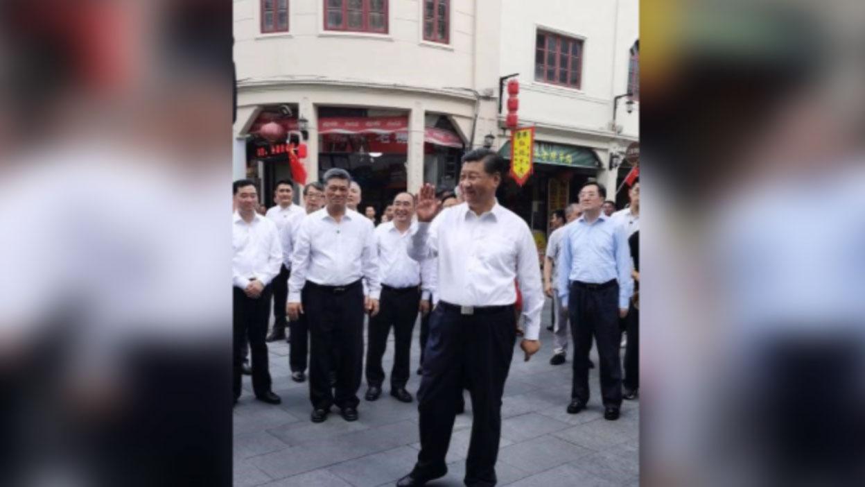 2020年10月12日,习近平在广东潮州一步行街。(志愿者提供/记者乔龙)
