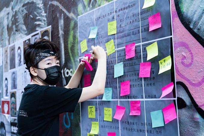 洞物员Zoo在李文亮的头七悼念活动上呼吁民主和言论自由(洞物员Zoo提供)