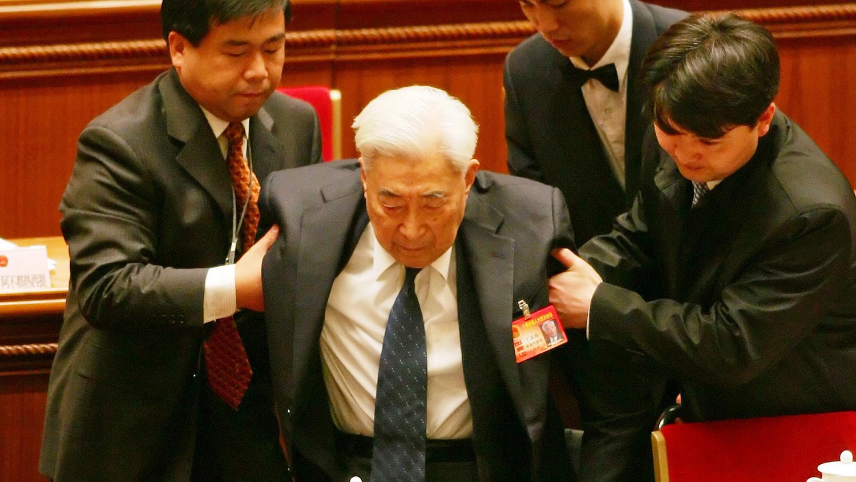 资料图片:北京大学前校长丁石孙出席中国两会(美联社)