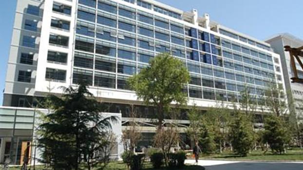 位于北京、只为中共高干服务的解放军总医院南楼(Public Domain)