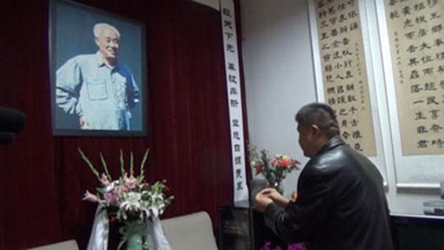 赵紫阳百岁冥寿亲友到其故居拜祭(视频截图/香港电台)