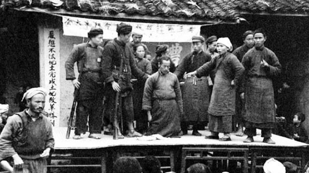 中共土改时期的一幅历史照片(Public Domain)