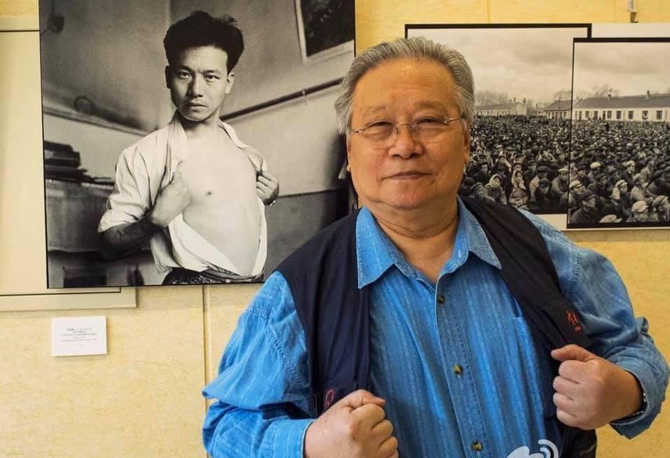 李振盛与年轻时自拍照。(取自网路)