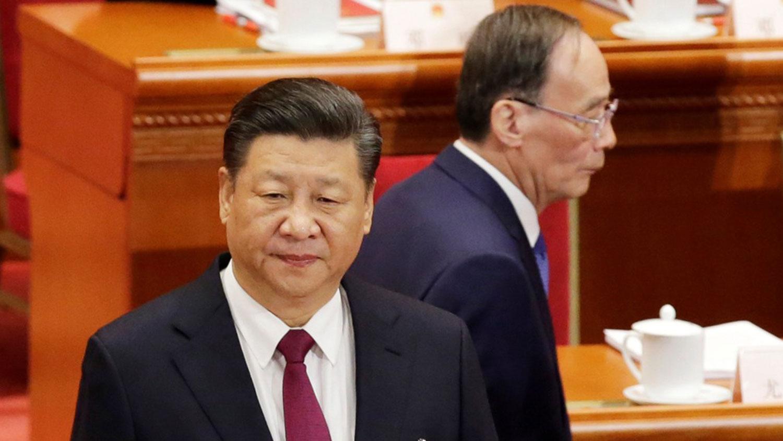 任志强在中学时期的辅导员是现任中国国家副主席王岐山,两人关系非比寻常。北京政治观察人士留意到,王岐山已经一个多月未公开露面,这使得任志强的案子更加扑朔迷离。图为习近平与王岐山。(路透社资料图片)