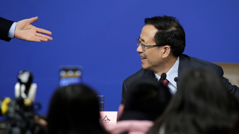 香港《明报》评论称,刘士余在中共高官中,属于言论大胆者,在任证监会主席期间,很多金句都十分出位。(资料图/美联社)