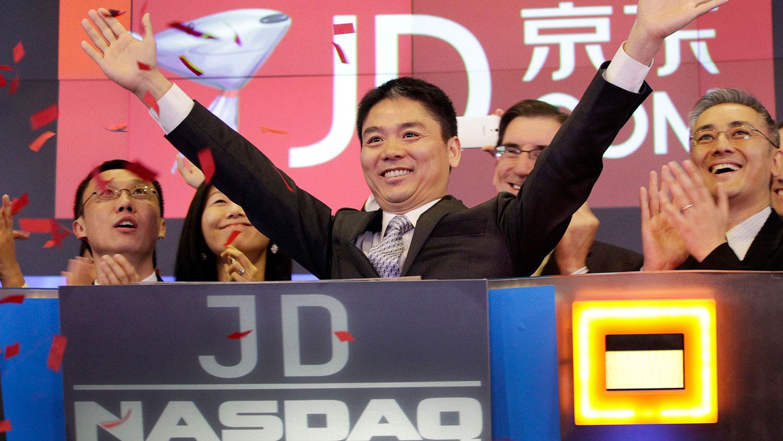 2014年5月22日,京东集团在美国纳斯达克证券交易所正式挂牌上市。图为刘强东在上市现场。 (美联社)