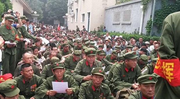 china-petition-soldiers-620.jpg