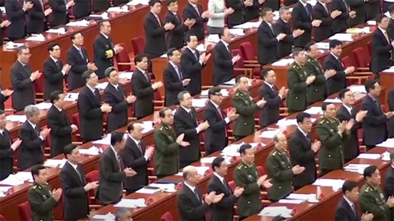 """全会提出要坚持和完善中共对军队的绝对领导制度,还特别提出""""人民军队最高领导权和指挥权属于党中央""""。(视频截图/路透社)"""