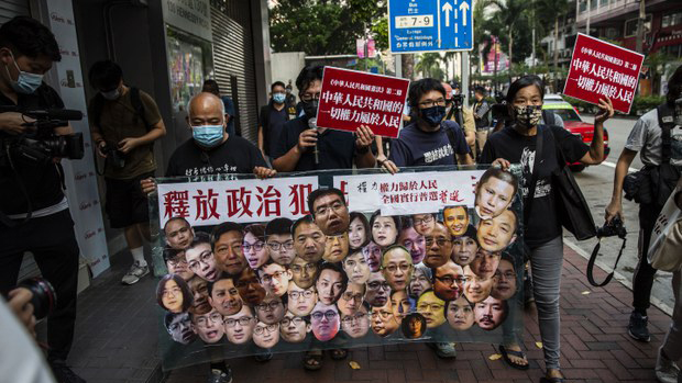 香港部分市民2021年10月1日走上街头示威(法新社)