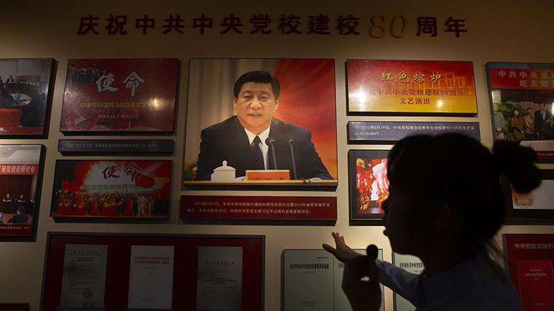 中共中央党校历史博物馆中的陈列(美联社)