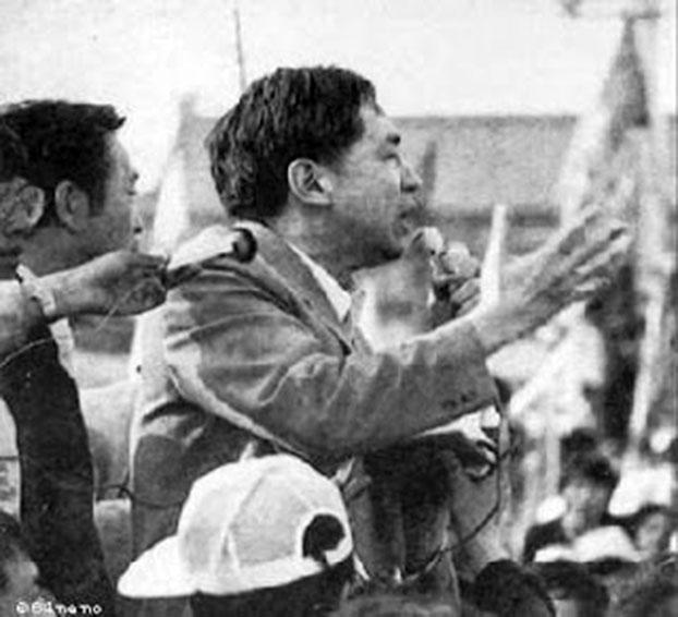 1989年5月16日,阎明复来到广场向绝食学生讲话。(六四档案图)