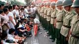 1989年戒嚴部隊與學生對峙。(六四檔案圖)