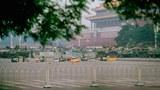 1989年6月6日,天安門廣場部署坦克和戒嚴部隊。(美聯社)