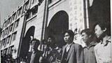 1989年4月26日上午,髙自聯在政法大學教學樓前舉行首次中外記者會,上百名中外記者與會,2千多名學生旁聽。宣讀了新聞稿,章程草案,告全國同胞書,內容是簡述學運情況,以及學運的綱領及要求。(六四檔案圖)