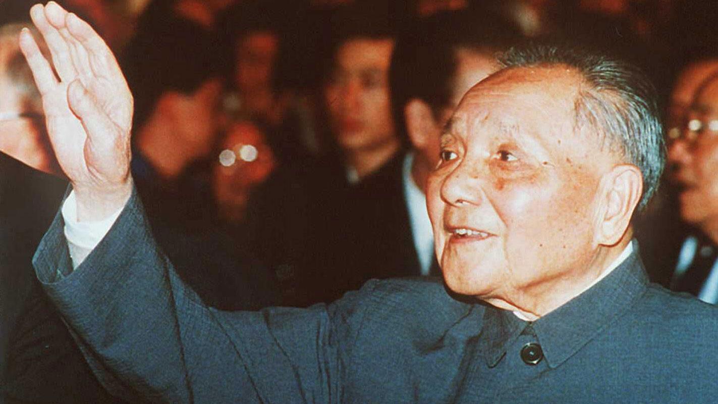 1989年4月25日上午,李鹏由杨尚昆陪同到邓小平家汇报北京市委整理的学运情况,邓在讲话中将学运定性为动乱,旨在推翻中共和社会主义制度。李鹏连夜传达邓的讲话,将邓推向前台,邓及子女对此不满。(资料图/AFP)