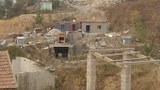 村民称家被強拆而新房尚未建成,因此只得自购集装箱暂住。(村民提供)