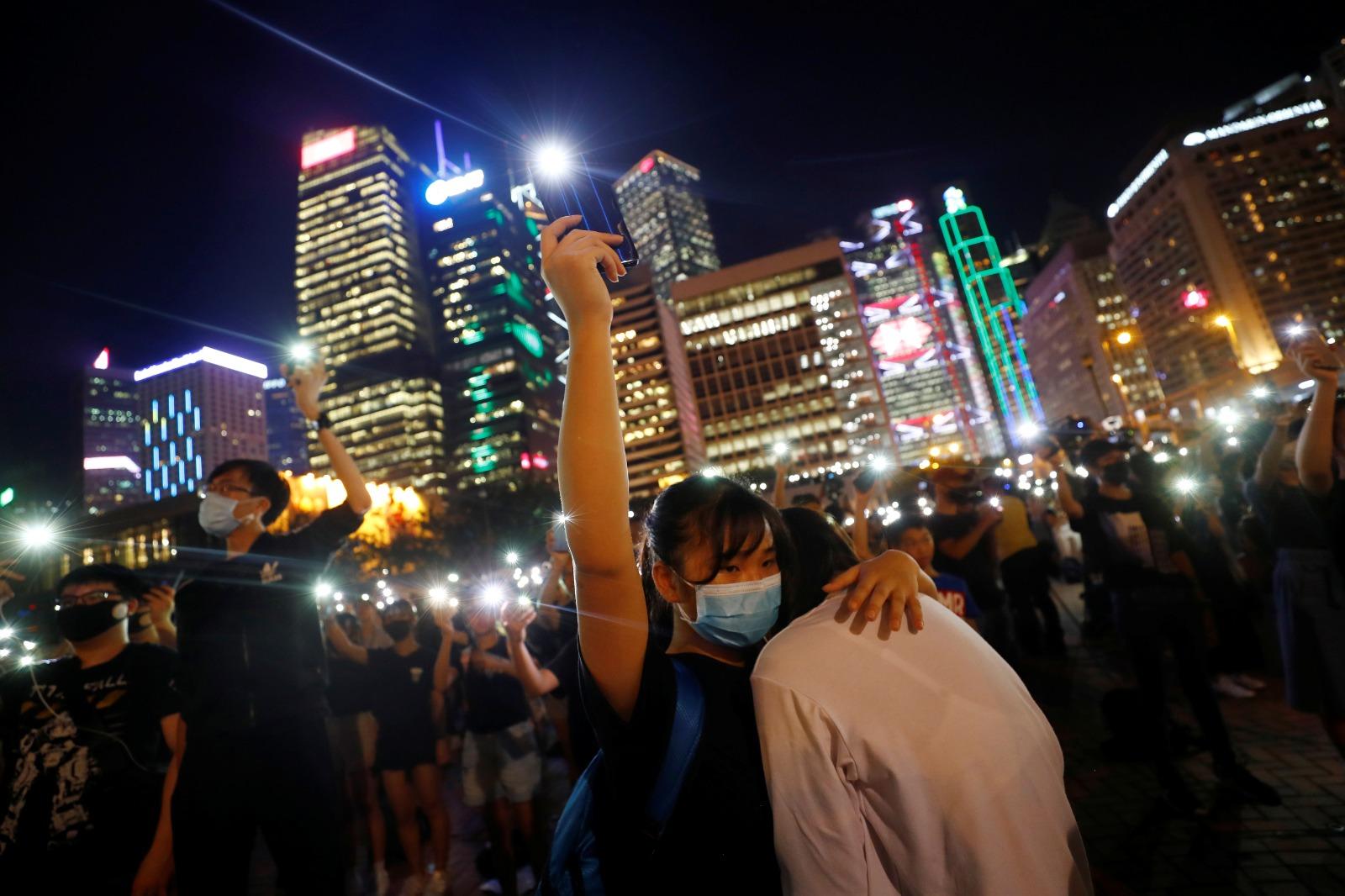 根据香港大学医学院的研究,去年9月到11月,反送中运动最激烈的时期,每五个香港人,就有一个疑似患有忧鬱症或创伤后压力症(PTSD),远高于2014年雨伞运动以后,情况几乎相等于经历大型灾难、武装冲突或恐怖袭击后。(路透社图片)