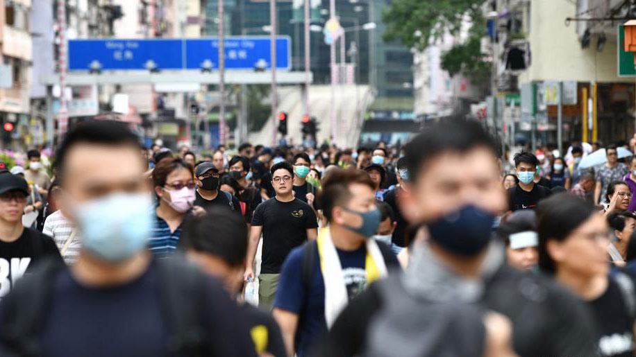 香港反送中运动中,中国通过外国开放的平台,如脸书、推特及YouTube三大社交媒体,试图散播立场鲜明的讯息。(法新社)