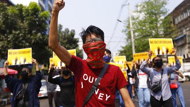 专栏 | 报导者时间:专访缅甸平行政府:背负国民血泪寻求国际支持,誓与军政府打持久战  文/刘忠恩、罗里・华莱士