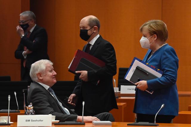 德国总理默克尔主导推动达成中欧投资协定,学者认为欧洲在人权上不会放松对中国施压。(法新社)